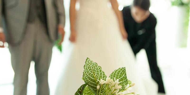 結婚式の新郎新婦入場