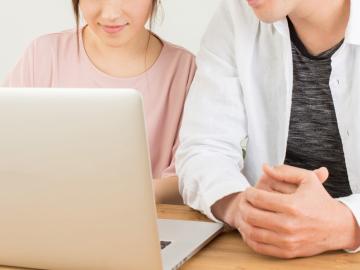 【先輩100名の実態調査】ZoomやLINEを使ったオンライン結婚報告はあり?なし?